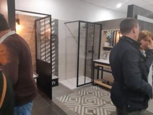 photo d'une salle de bain modene dans la salle d'exposition de Partedis.