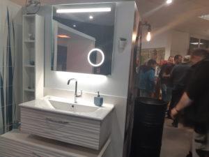 photo d'une salle de bain moderne dans la salle d'exposition de Partedis.